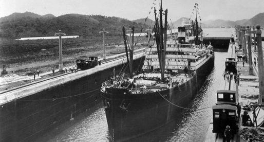 El primer barco en cruzar el Canal de Panamá