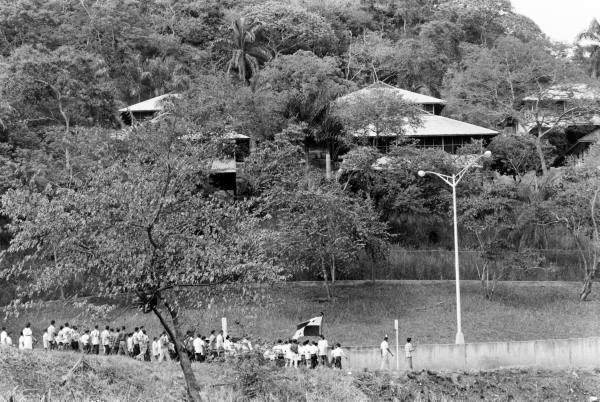 Panam Vieja Escuela-estudiantes-marchan-a-balboa-high-school-33
