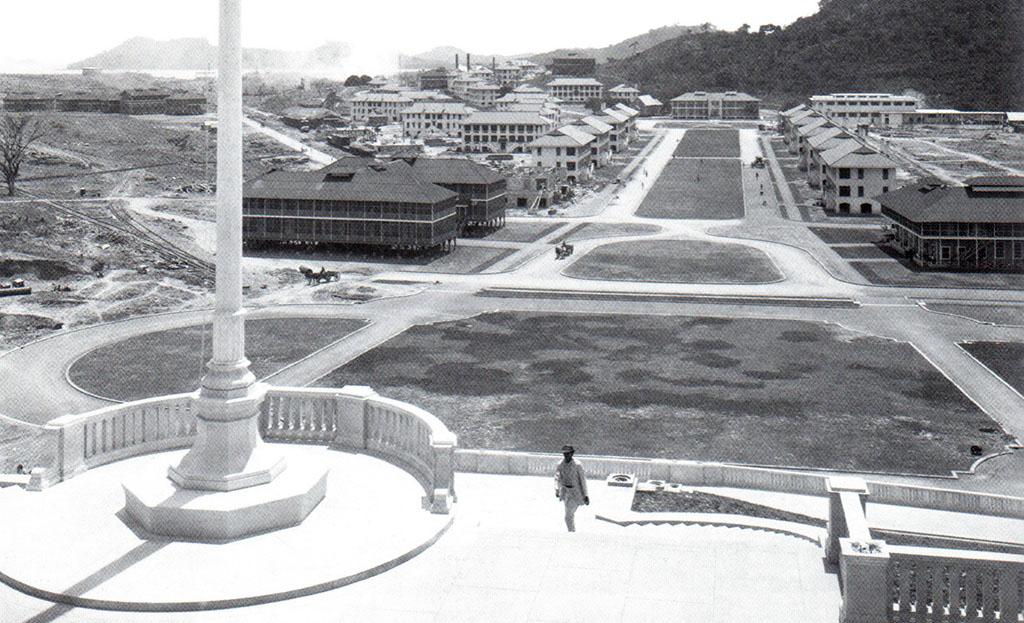 Panama Vieja Escuela - Arquitectura Canal Panama - El Prado de Balboa, mirando hacia la casa club