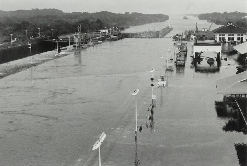 inundacion esclusa gatun 1972