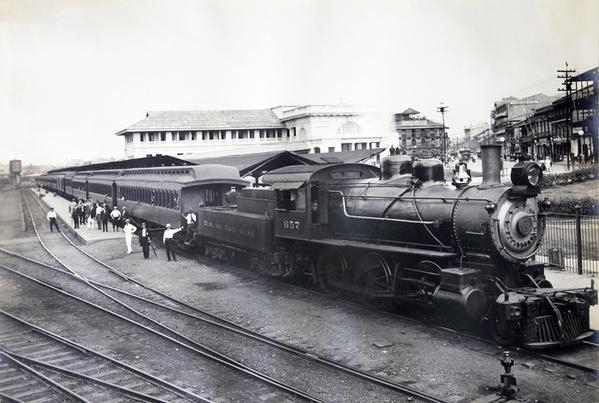 tren saliendo estacion 5 de mayo