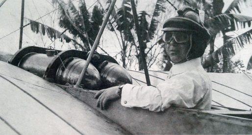 ¿Quién efectuó el primer vuelo propulsado en Panamá?