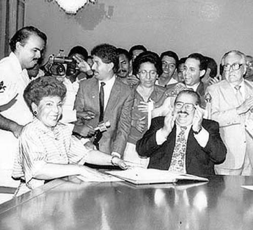 Guillermo-Endara-anunciando-la-designación-de-Mayín-Correa-como-alcaldesa-de-Panamá