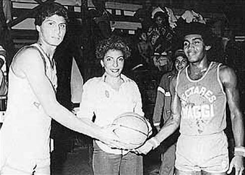 mayin-correa-como-Representante-del-Corregimiento-de-Bella-Vista-y-en-la-foto-se-le-ve-inaugurando-un-torneo-de-baloncesto