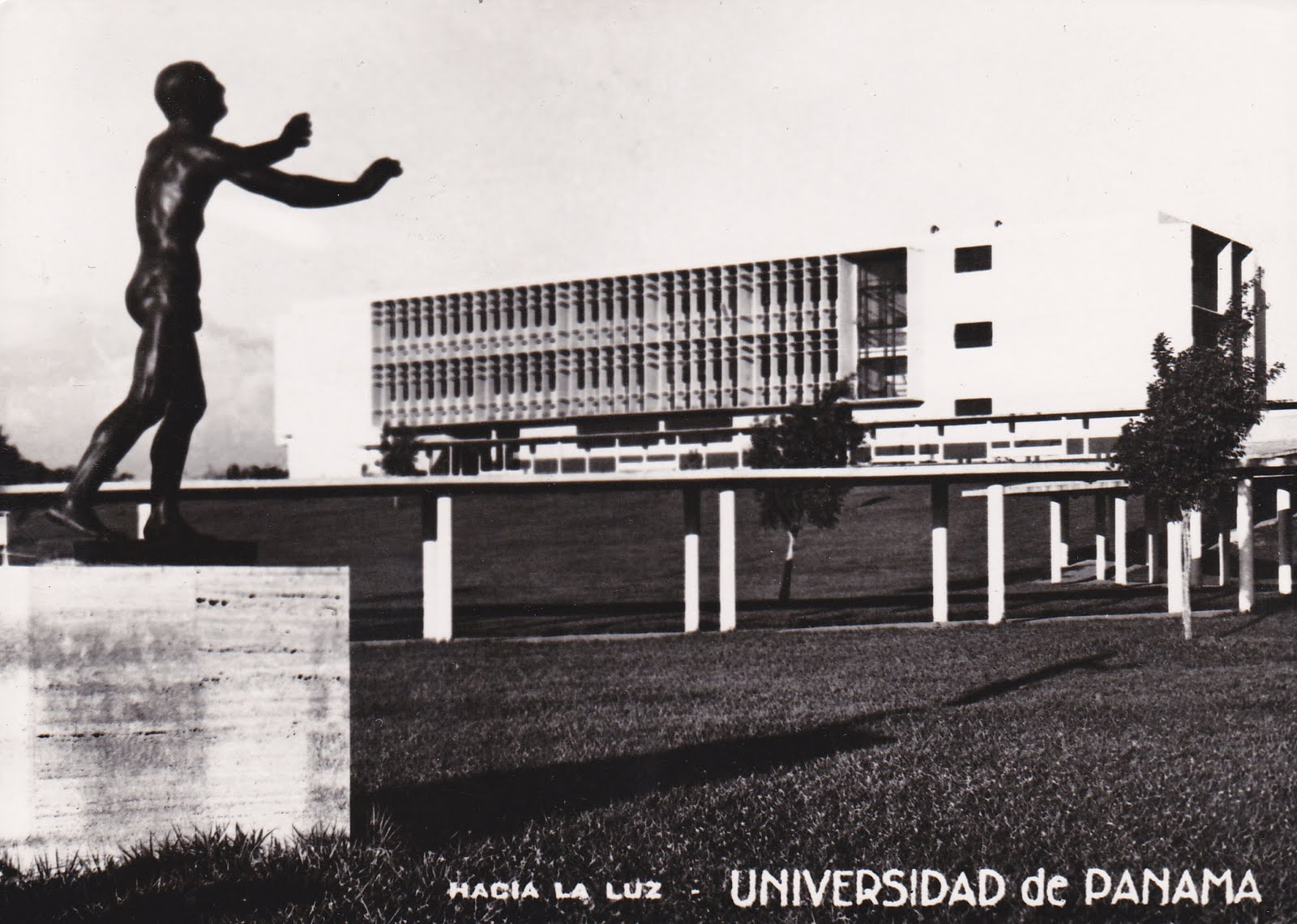 universidad-de-Panama-entrada-principal