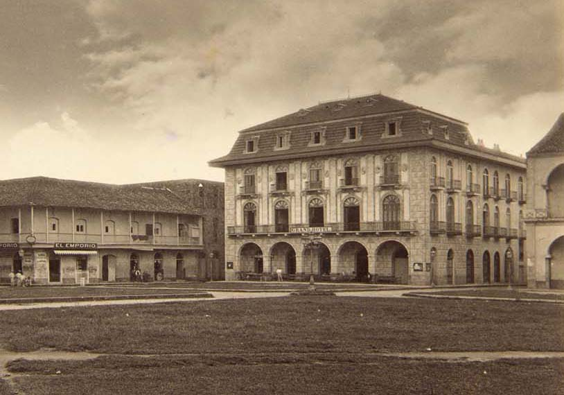 plaza catedral 1875 casco viejo