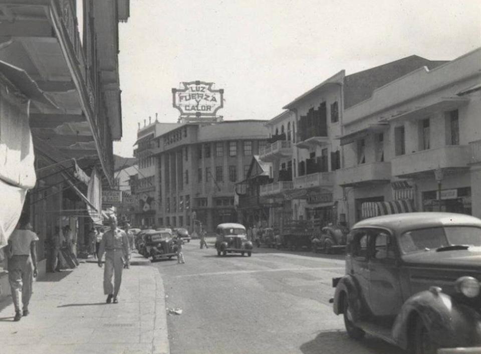 1949 - Avenida Central