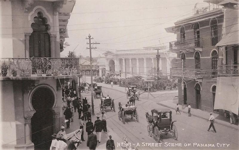 Avenida Central y Plaza 5 de Mayo año 1910