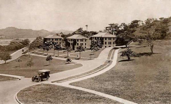 foto tomada cerca del admin building panama canal años 30