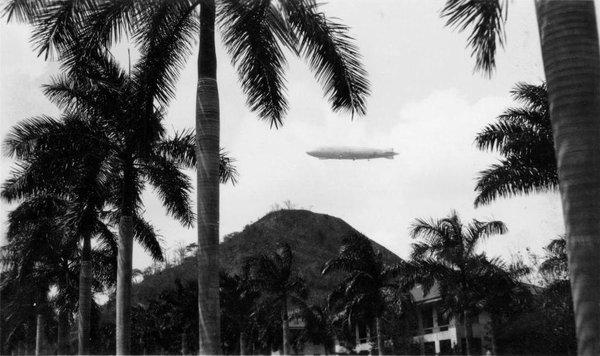 zeppelin sobrevuela albrook años 30