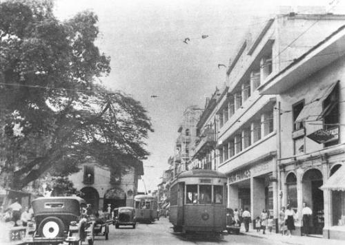 Avenida central en los años 30