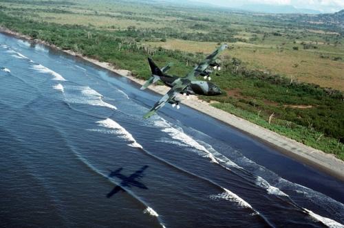 operacion causa justa 14 - C-130E Hercules vuela costa de panama de vuelta a albrook
