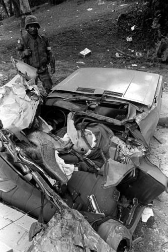 operacion causa justa 7 - auto aplastado por tanque gringo