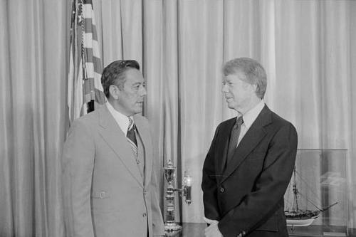 tratados torrijos carter - jimmy carter y torrijos conversan 1977