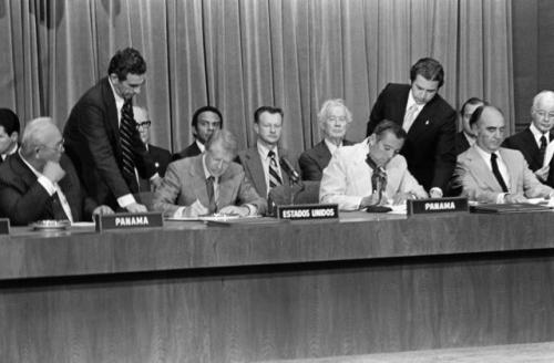 tratados torrijos carter - jimmy carter y torrijos firman ratificacion 1978